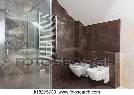 Stock fotografie bruine tegels in hippe badkamer k18275730 zoek stockfoto 39 s beelden - Bruine en beige badkamer ...