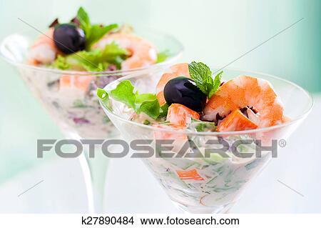 Фото салат-коктейль с крабами