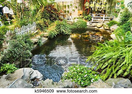 Stock fotograf sch n kleingarten mit japanische karpfen in dass teich k5946509 suche - Japanischer kleingarten ...