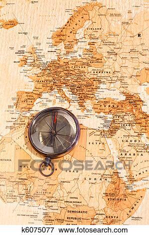 Archivio illustrazioni mappa mondo con bussola for Atlante compass