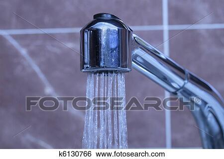 图片银行 - 水, 流动, 从, a, 水龙头.图片