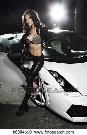 banques de photographies sexy femme poser c t sport voiture k6384550 recherchez des. Black Bedroom Furniture Sets. Home Design Ideas