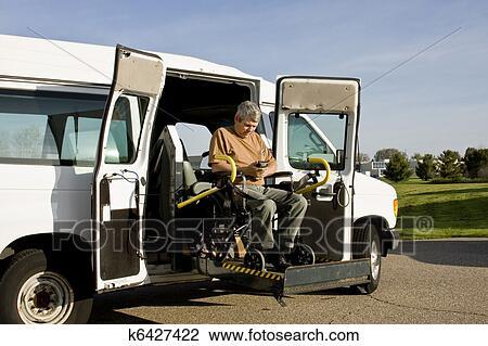 clipart handicap ascenseur fauteuil roulant k6427422 recherchez des cliparts des. Black Bedroom Furniture Sets. Home Design Ideas