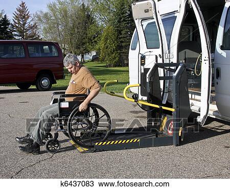 banque de photo handicap ascenseur fauteuil roulant k6437083 recherchez des images des. Black Bedroom Furniture Sets. Home Design Ideas