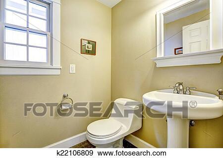 stock fotograf licht gelbes badezimmer mit fenster k22106809 suche stock fotografie. Black Bedroom Furniture Sets. Home Design Ideas