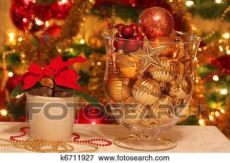 bild weihnachtsdeko von tisch k6711927 suche stockfotografie fotos drucke bilder und. Black Bedroom Furniture Sets. Home Design Ideas