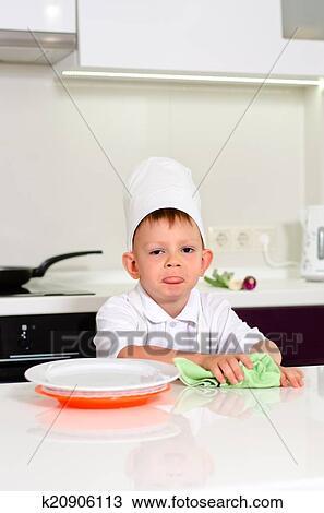 Colecci n de foto ni o peque o chef limpieza el suyo - Foto nino pequeno ...