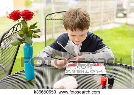 Краски мальчик с открытке 48
