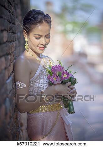 免版税(rf)类图片 - 肖像, 在中, 亚洲人, 年轻, 妇女, 穿, 泰国人
