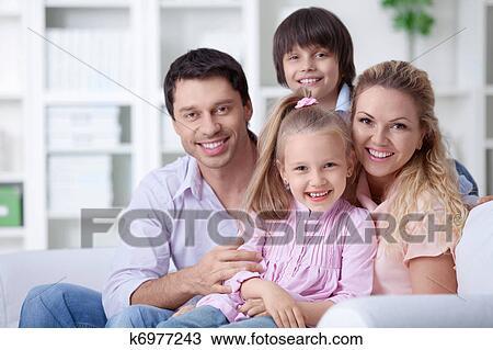banque de photo maison famille k6977243 recherchez des images des photographies et des. Black Bedroom Furniture Sets. Home Design Ideas