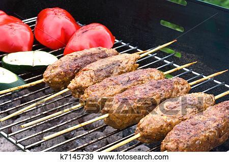 Banque de photographies kebabs sur les gril k7145739 for Cuisinier kebab
