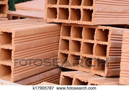 bild hohl tonerde ziegelsteine k17905787 suche stockfotografie fotos drucke bilder und. Black Bedroom Furniture Sets. Home Design Ideas