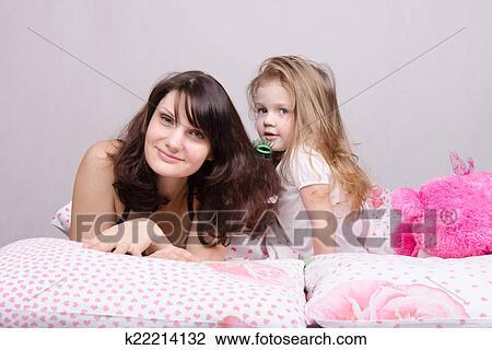 маму с дочкой рвут