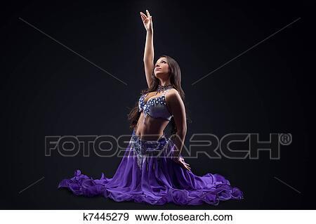 efectivo árabe bailando