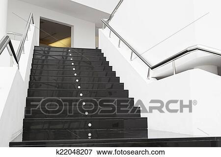 image marbre noir escalier k22048207 recherchez des photos des images des photographies. Black Bedroom Furniture Sets. Home Design Ideas