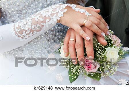 anneaux, sur, bouquet mariage. Fotosearch - Recherchez des Photos, des ...