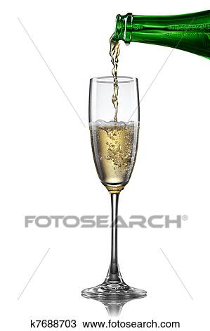 stock foto champagner gie en in glas freigestellt wei k7688703 suche stock fotografien. Black Bedroom Furniture Sets. Home Design Ideas