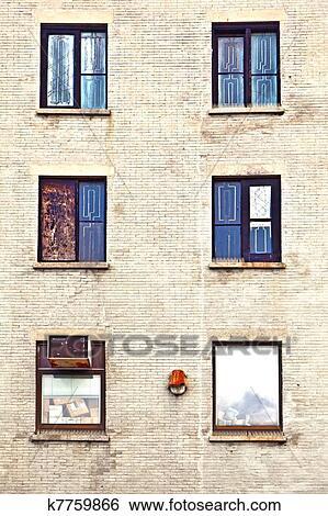 Fenster clipart schwarz weiß  Stock Bilder - fassade, mit, fenster, und, schwarz weiß, farbe ...