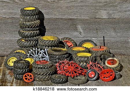 bilder haufen von traktor spielzeug reifen und. Black Bedroom Furniture Sets. Home Design Ideas