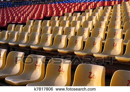 Stuhlreihe clipart  Stock Bilder - stuhlreihe k7817806 - Suche Stockfotografie ...