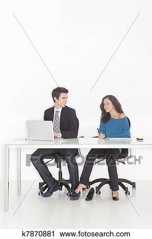 Comment flirter au travail