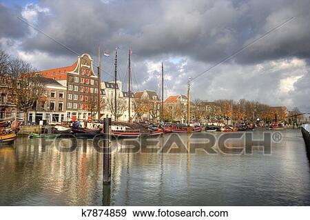 四川人口有多少_荷兰有多少人口