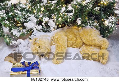 banque d 39 image les ours blanc est dormir sous les no l arbre k8132745 recherchez des. Black Bedroom Furniture Sets. Home Design Ideas