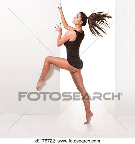 Banque de photo pieds nue ballerine dans sexy pose for Collant mural francais