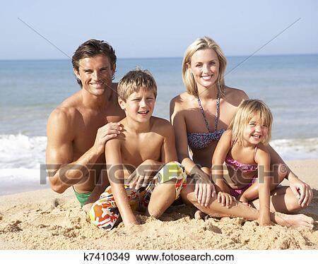 Семейный нудисты откровенное фото