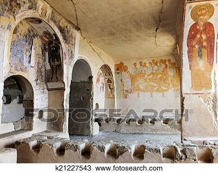 Stock foto udabno klooster eetzaal k21227543 zoek - Laag rots glazen tafel bobois ...