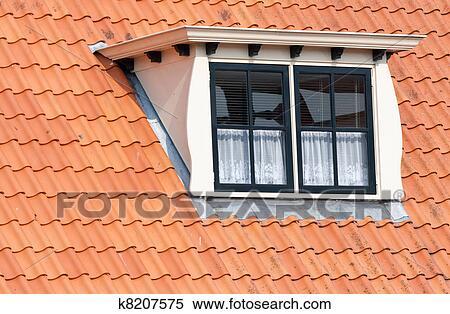 Archivio immagini tipico olandese tetto con abbaino for Abbaino tetto prezzi
