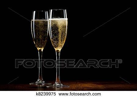 stock bild zwei glas mit a champagner auf a. Black Bedroom Furniture Sets. Home Design Ideas