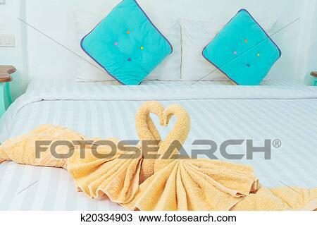 浴巾折叠天鹅步骤