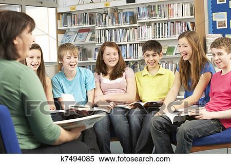 Banque d 39 image adolescent tudiants dans biblioth que for Maestros en el extranjero