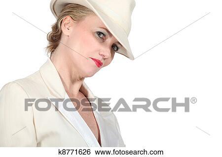banque d 39 images femme dans chapeau blanc et smoking. Black Bedroom Furniture Sets. Home Design Ideas