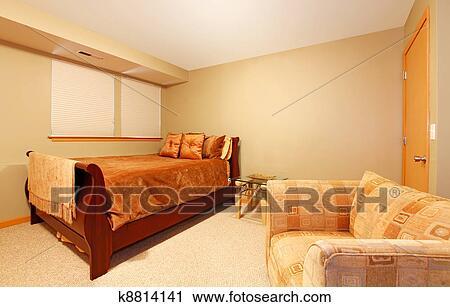 Arkivfotografi   enkel, kjeller, nivå, gjest, soverom, med, seng ...