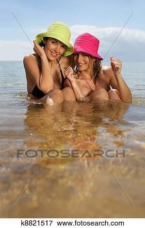 подруги на пляже фото