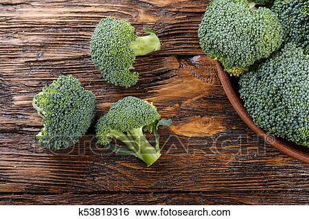 图片银行 - broccoli, 在中, a, 粘土, 盘子, 在上, a, 木制的桌子图片