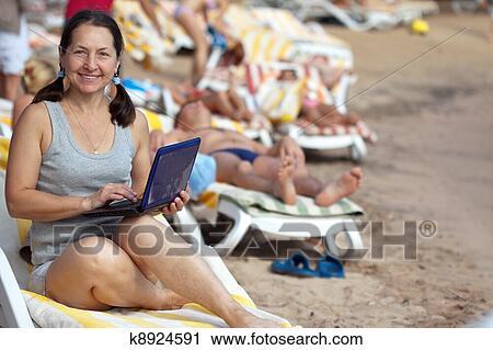 фото домашние на пляже взрослых женщин за 40 лет
