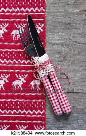 stock foto rot wei rustikal tischdeko mit holz f r weihnachten k21588494 suche. Black Bedroom Furniture Sets. Home Design Ideas