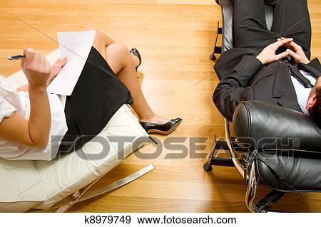 Arquivo Fotográficos - psiquiatra, examinando, um, macho, paciente. Fotosearch - Busca de Imagens Fotográficas, Cartazes, e Fotos Clipart