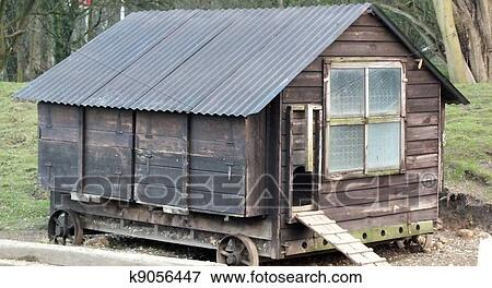 Picture of old fashioned chicken coop k9056447 search for Old farm chicken coops