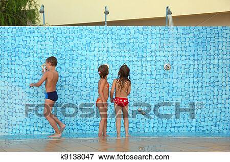 младший брат моется в бане с сестрой фото