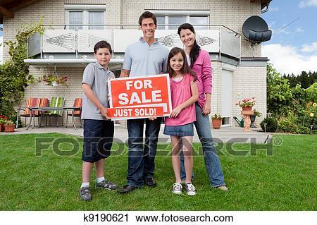 Banques de photographies famille heureuse achat for Achat nouvelle maison impot