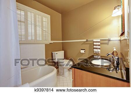 stock foto alt braun badezimmer mit wei tub k9397814 suche stockbilder wandbilder. Black Bedroom Furniture Sets. Home Design Ideas