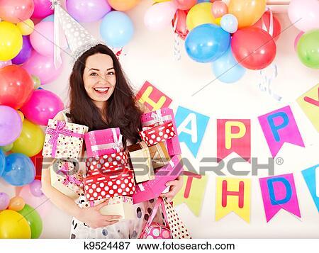 image tenue femme bo te cadeau anniversaire partie k9524487 recherchez des photos. Black Bedroom Furniture Sets. Home Design Ideas