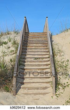 Stock foto trap om te een publiek strand toegang verticaal k9629412 zoek stock - Buitenste trap ...