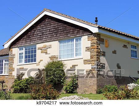 Immagine bungalow casa estate k9704217 cerca archivi for Disegni casa bungalow