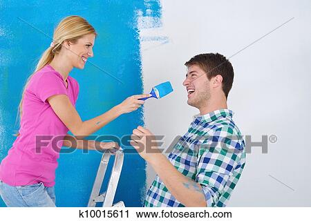 스톡포토 - 행복한 커플, 페인트, 벽, 에, 새로운 가정 k10015611 ...