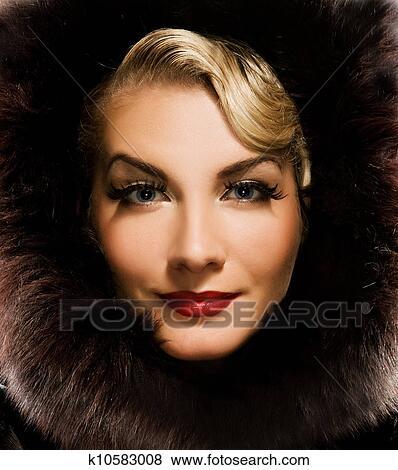женщина в шубе ретро фото